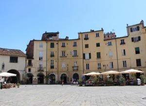Lucca - Piazza Antfiteatro