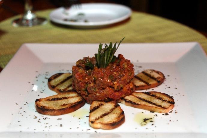 Caicos Cafe beef tartar