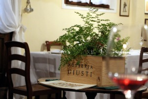 Hosteria Giusti dining room