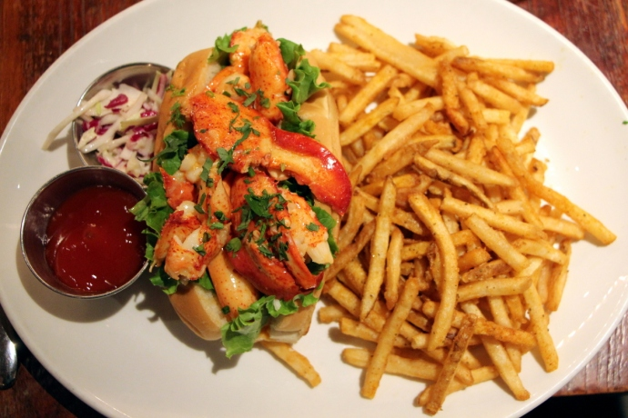 Cull & Pistol lobster Roll
