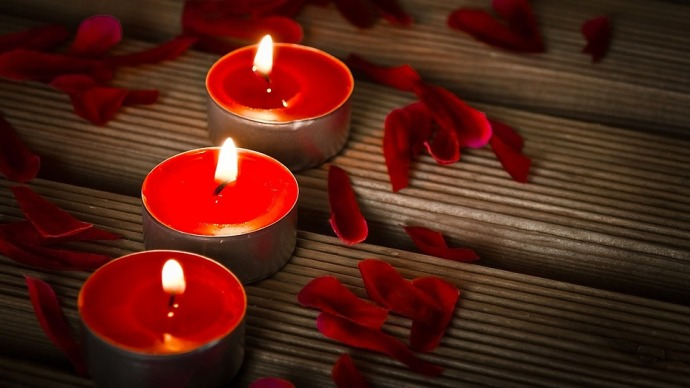 candles-1714800_960_720